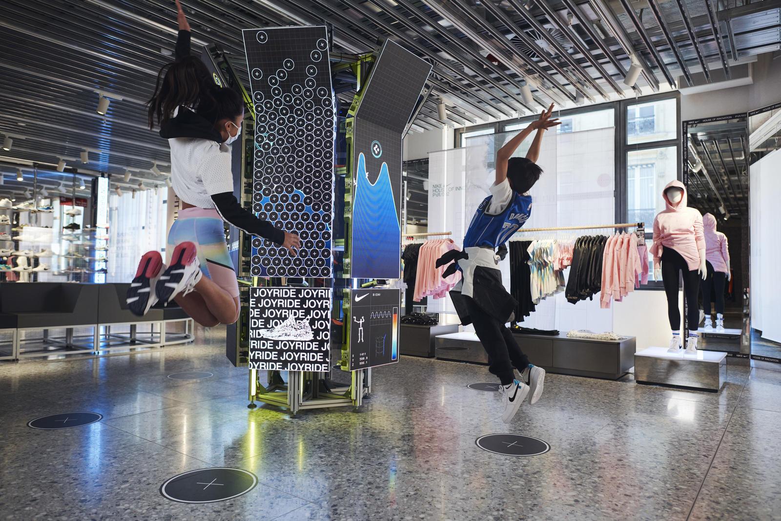 Nike Paris фото