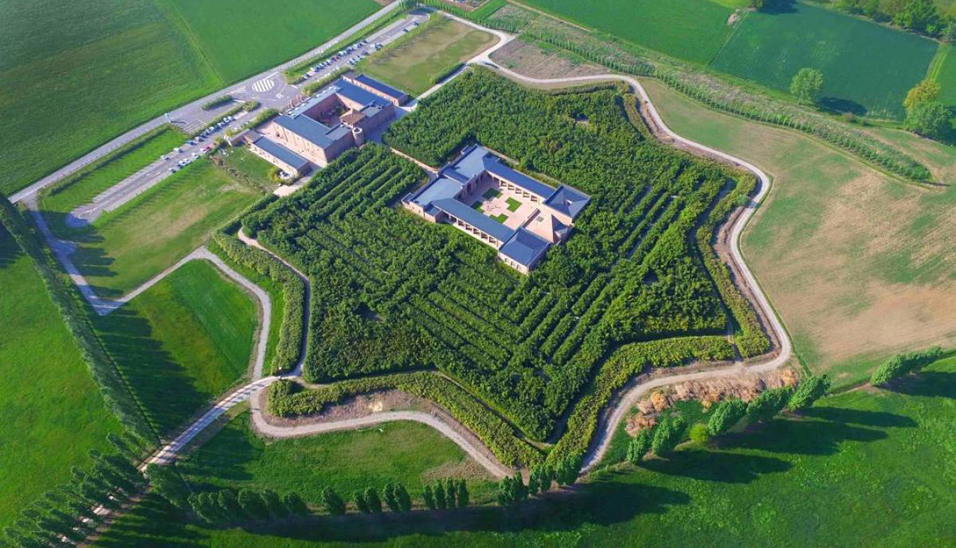 Самый большой лабиринт в мире фото