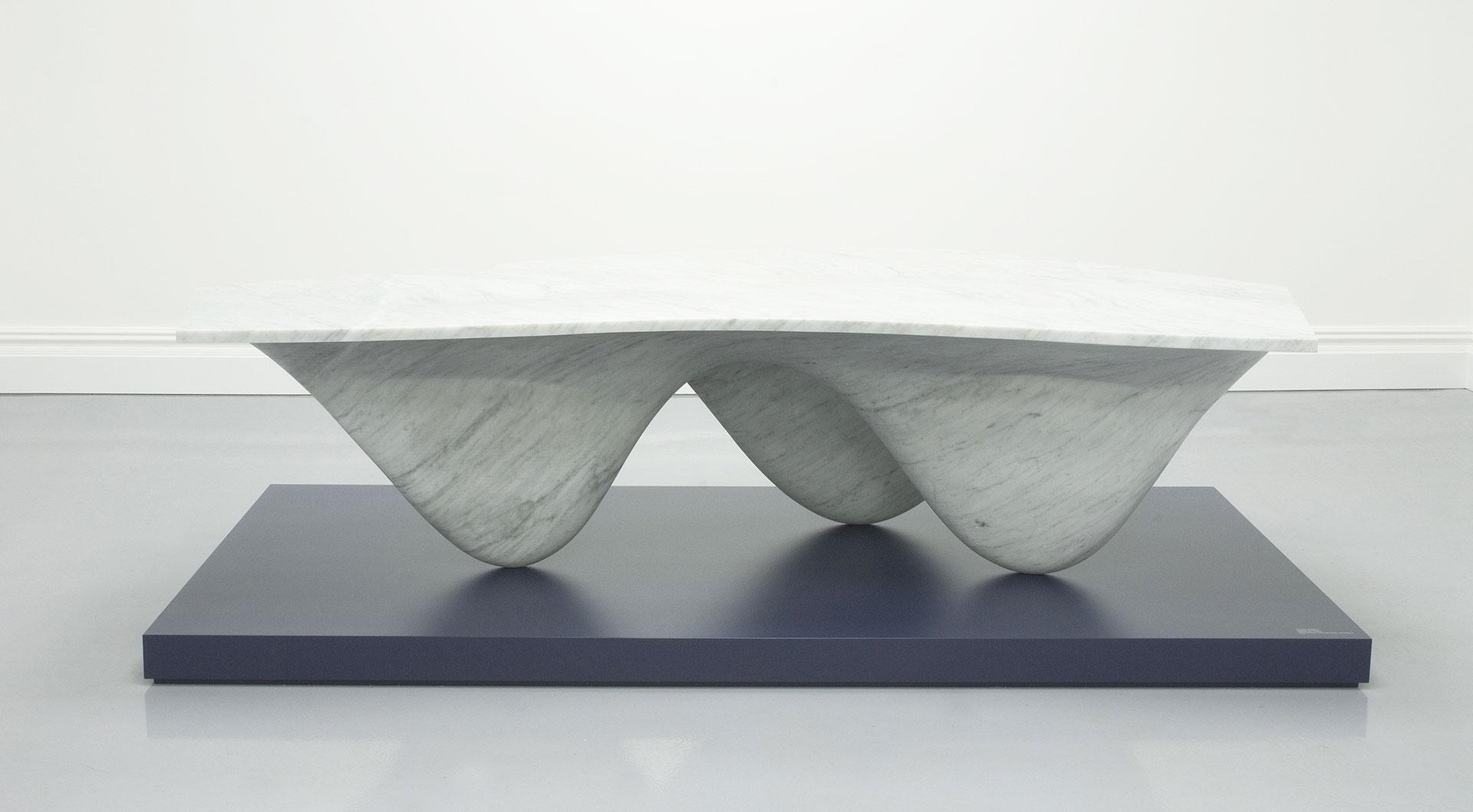 стол Захи Хадид фото