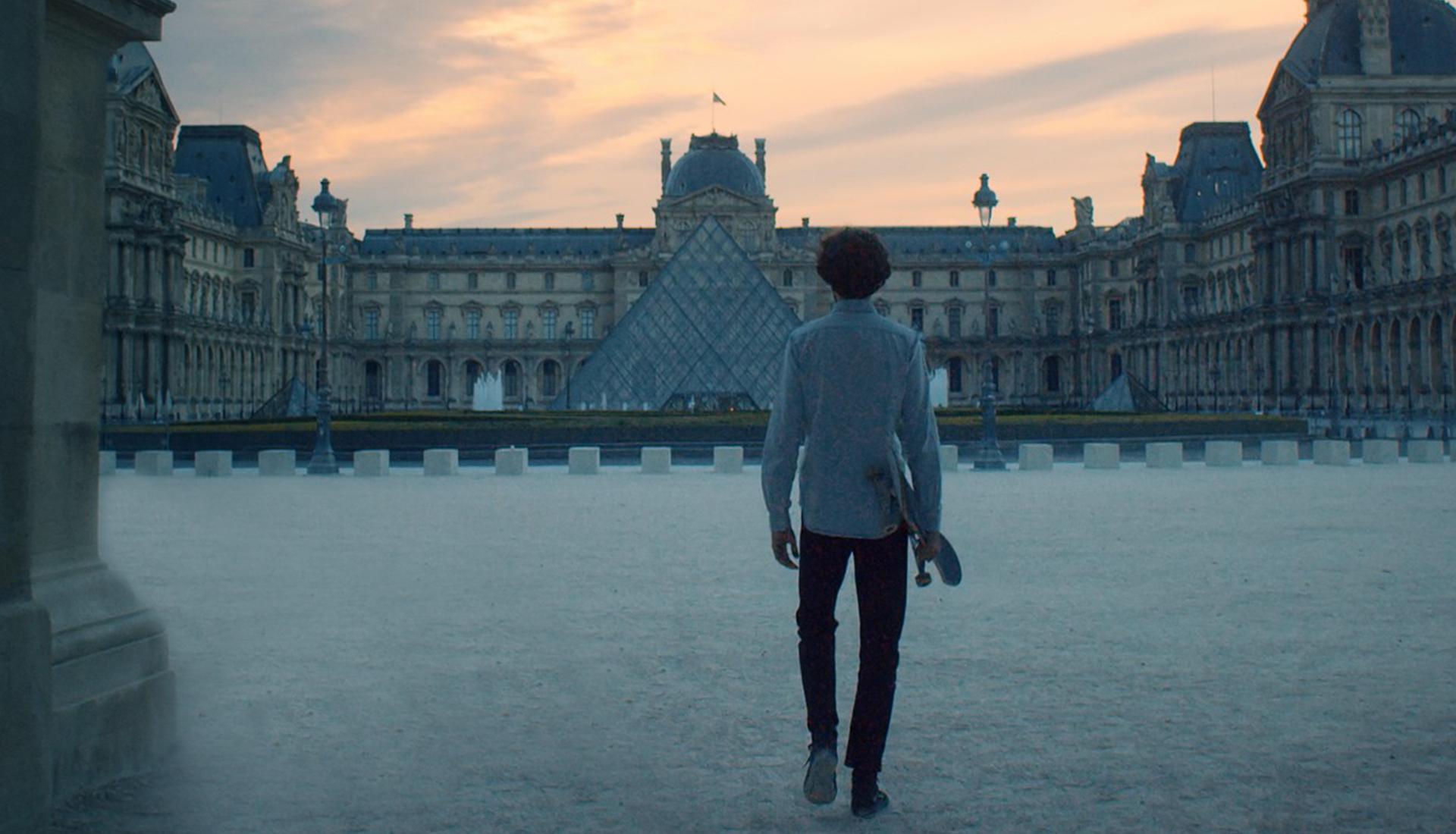 На скейте по Лувру фото