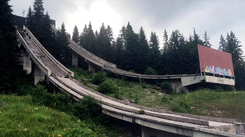 Заброшенная олимпийская деревня фото