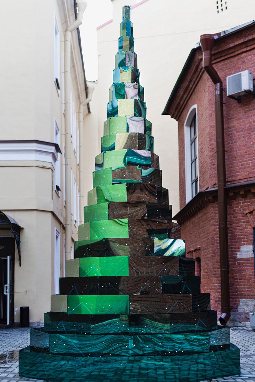 Зеркальная елка в Петербурге фото