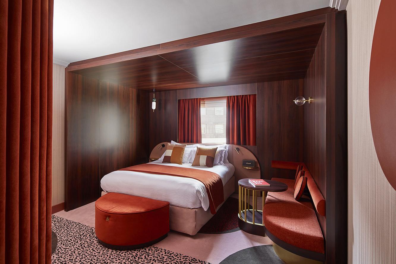 Отель в Париже фото