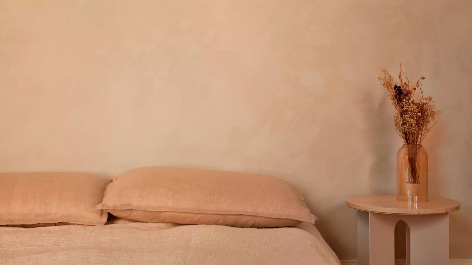 бежевый интерьер спальни фото