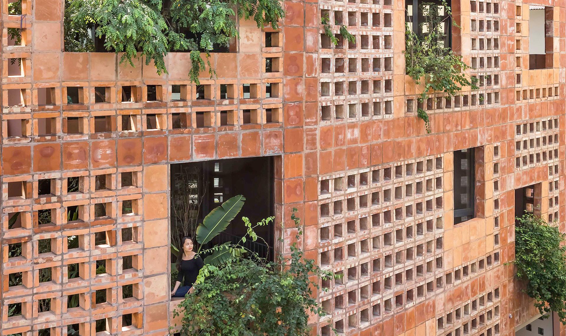 VTN Architects: экологический дом с керамическим фасадом