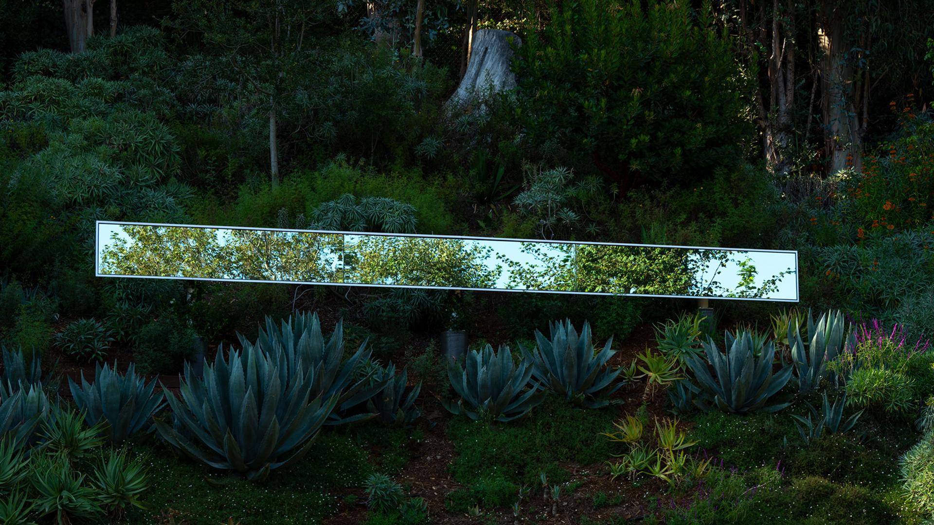 Зеркальная скульптура в Санта-Монике