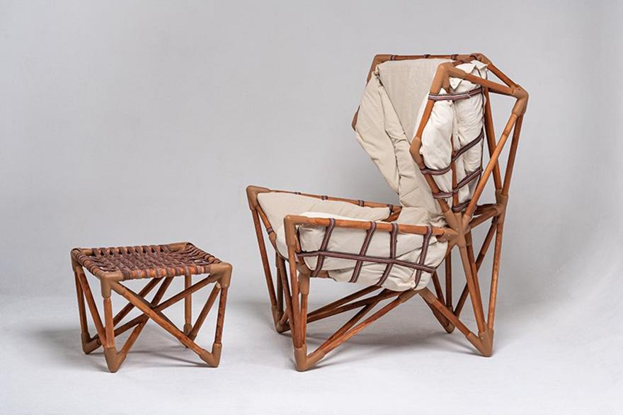 Казахстанский дизайнер Даник Удербеков представил кресло Uderbekov Chair. Модель создана из местных перерабатываемых материалов и произведена с нулевыми выбросами CO2.