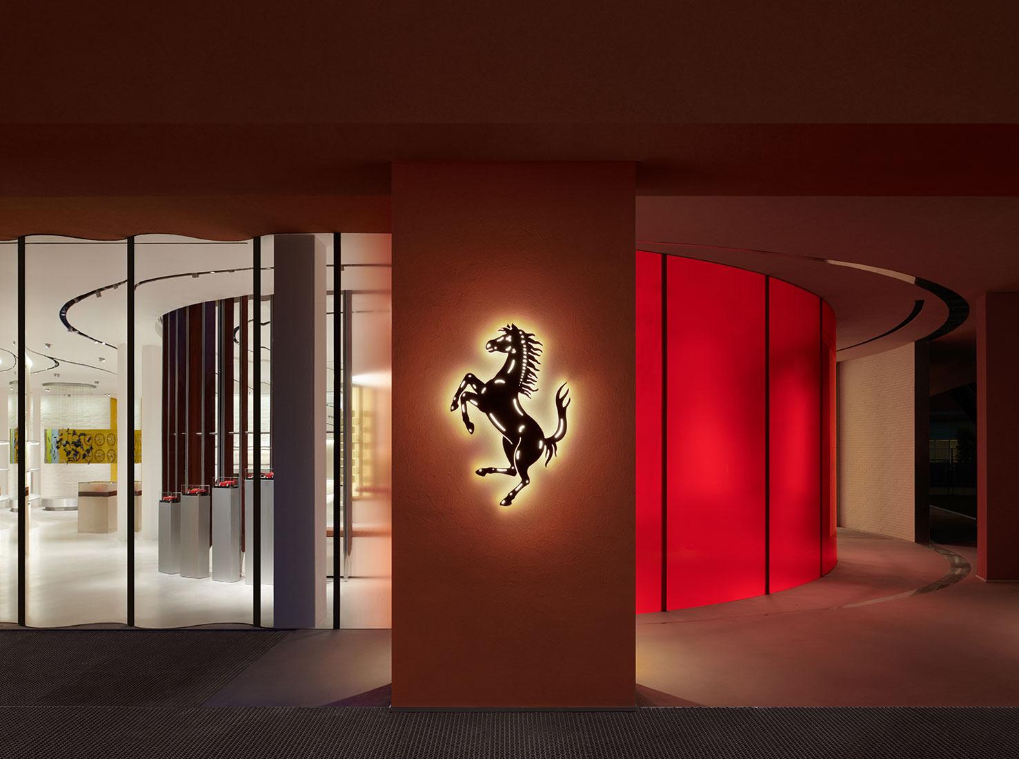 флагманский бутик Ferrari фото