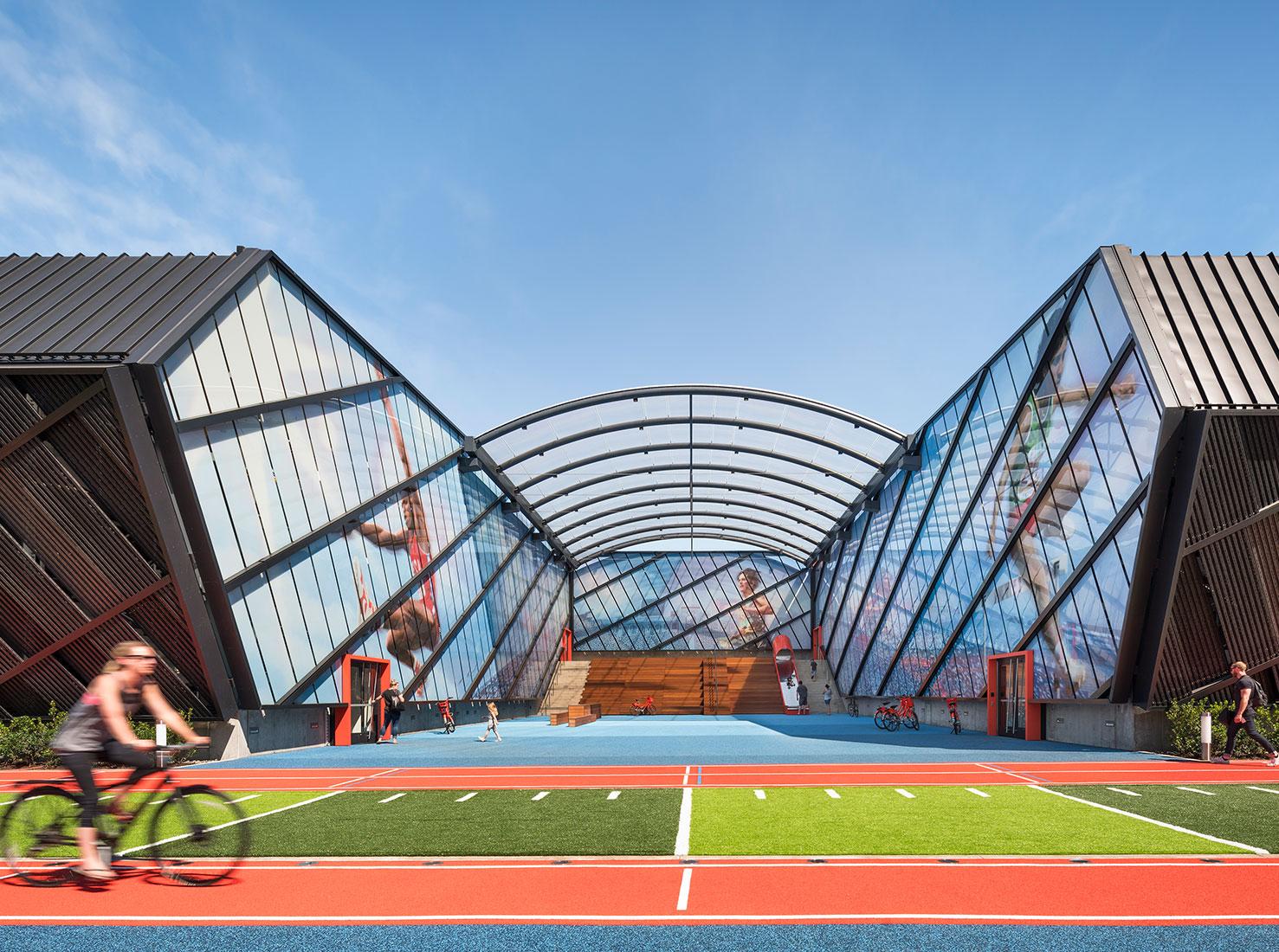 кампус Nike фото