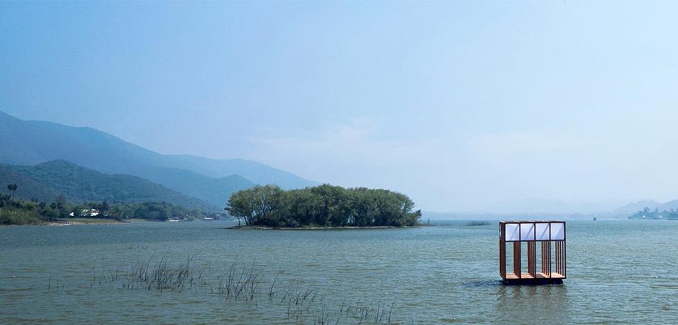 Платформа для прогулок на озере