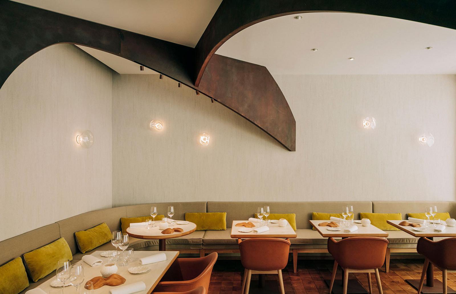 Ресторан Nomicos: скульптурный жест Мари Дерудийе