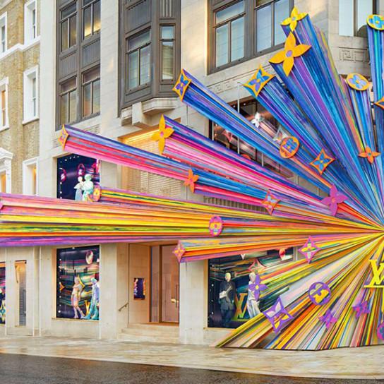 Louis Vuitton открыл обновленный бутик в Лондоне