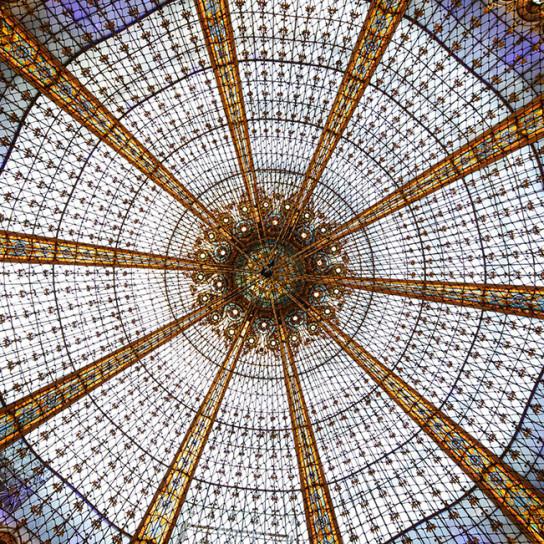 Батут под крышей Galeries Lafayette
