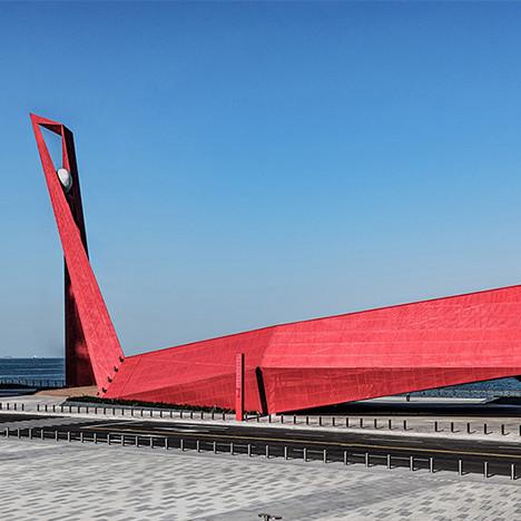 PT Landscape: феникс, Гауди и китайский мост