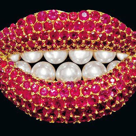 Бижу и табу: дизайнерские украшения на выставке в Париже