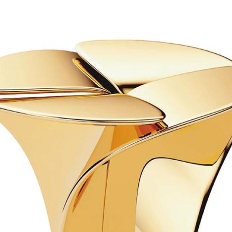 Золотой стул для Louis Vuitton