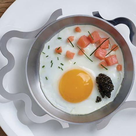 Яичница Мендини и посуда Alessi