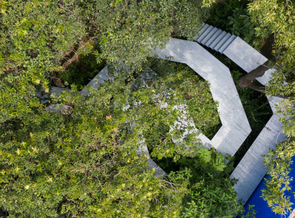 Инсталляция в саду Луиса Баррагана
