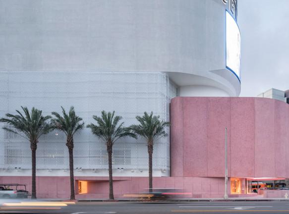 Розовый бутик по проекту Дэвида Аджайе