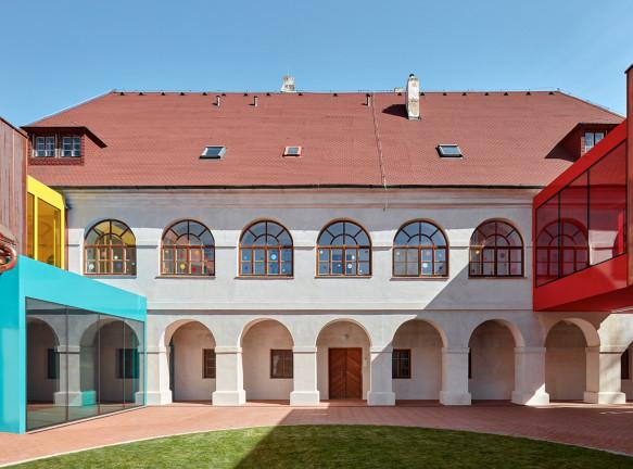 Реконструкция начальной школы в Вржесовице
