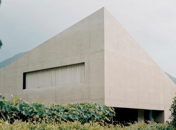 DF_DC: бетонный дом-пирамида в Швейцарии