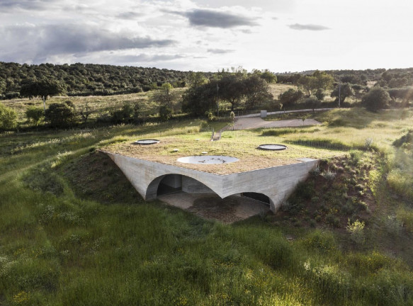 Мануэль Айреш Матеуш: подземный отель в Португалии