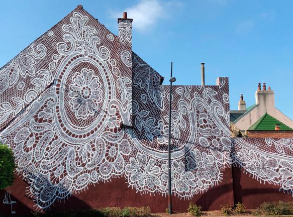 NeSpoon: кружевная фреска на фасаде музея