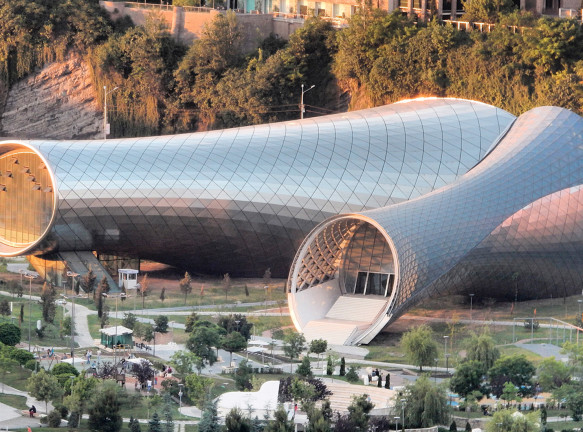 Здание по проекту Studio Fuksas в Тбилиси выставлено на продажу