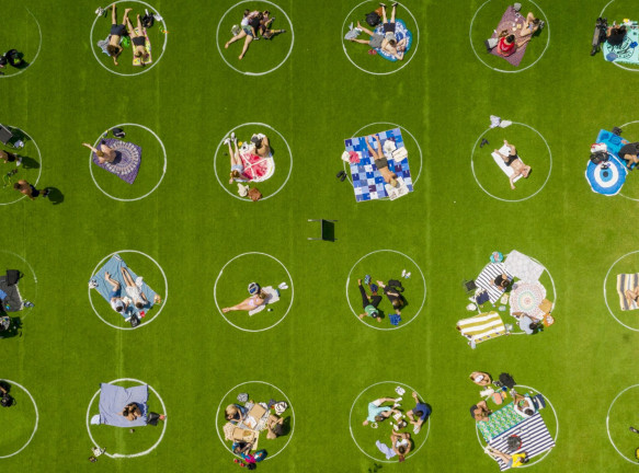 Социальная дистанция в нью-йоркском парке