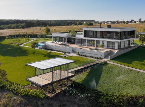 Резиденция Vin House на берегу реки по проекту Bogdanova Bureau