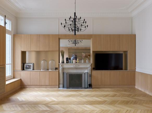 Парижская квартира в османовском доме по проекту Gitai Architects