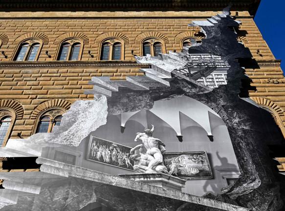 Инсталляция JR на фасаде палаццо Строцци