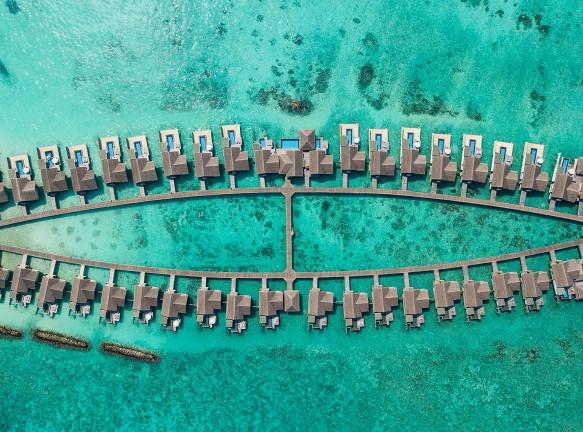 Отель на Мальдивах с арт-инсталляцией Джейсона деКайреса