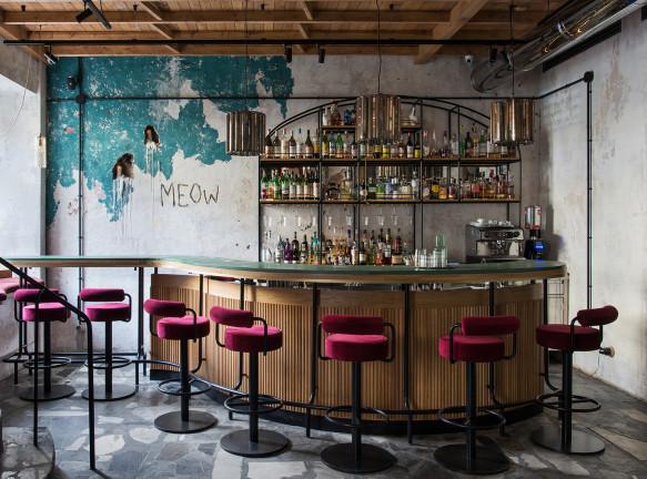 Эклектичный бар в центре Москвы по проекту PAUM design studio
