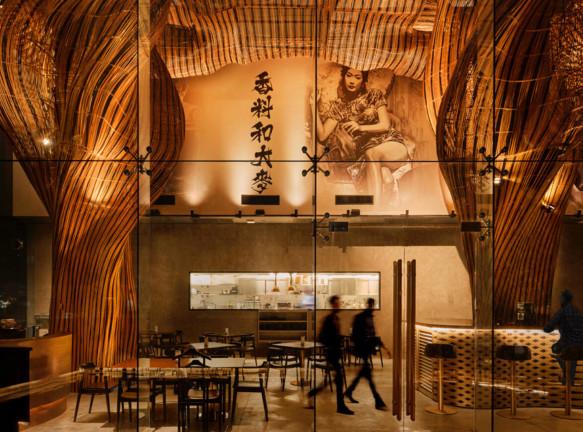 Ресторан в Бангкоке с инсталляцией из ротанга