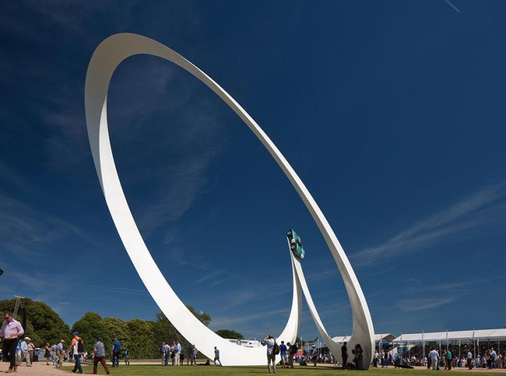Скульптура Джерри Джуды для Aston Martin