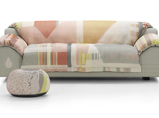 Хелла Йонгериус: диван в особой обивке