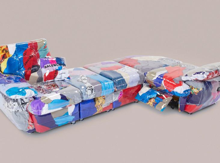 Гарри Нуриев создал диван из нераспроданной одежды