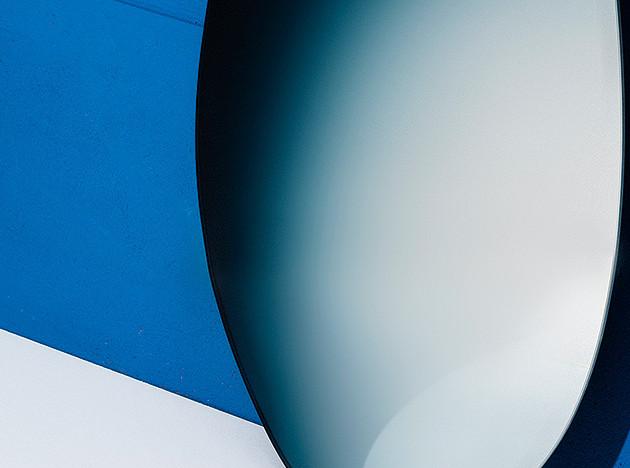 Зеркало-яйцо Off Round Сабины Мерселис и Брита ван Нервена