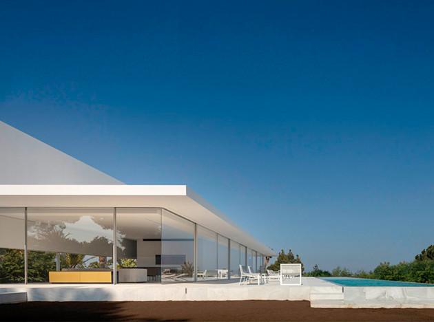 Fran Silvestre Arquitectos: дом с крышей для прогулок