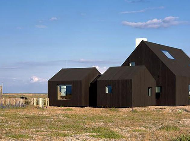 Черный дом на побережье графства Кент