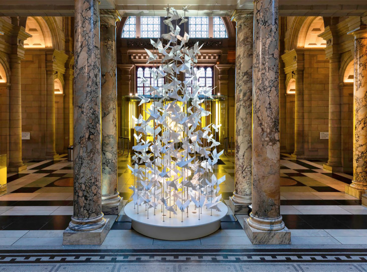 Музей V&A нарядил рождественскую елку