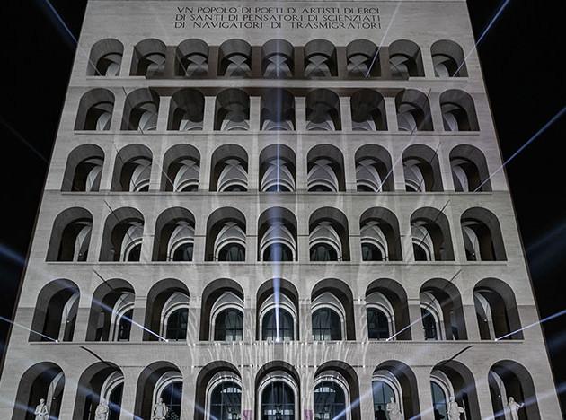 Римский дворец Fendi под властью медиаискусства