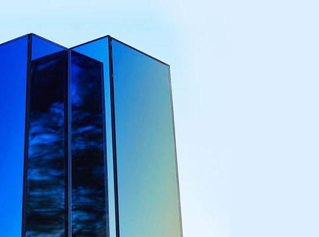 Сабин Марселиз построила зеркальный обелиск