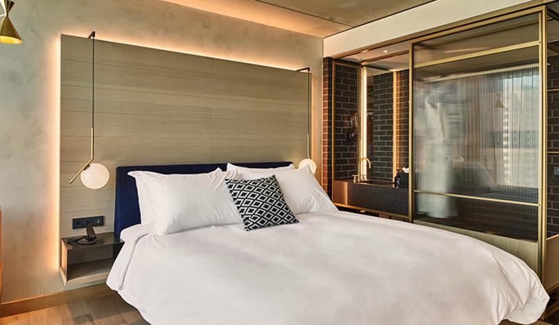 Отель QO в Амстердаме: голландский дизайн и огород на крыше