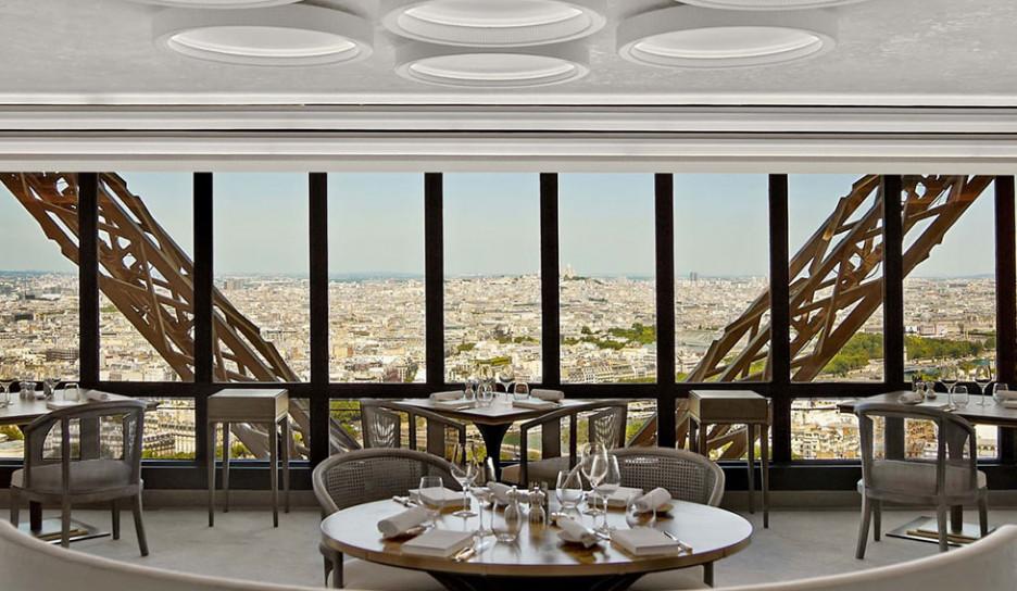 Ресторан в Эйфелевой башне