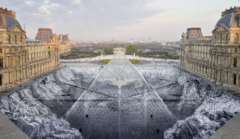 Художник JR погрузил пирамиду Лувра в пропасть