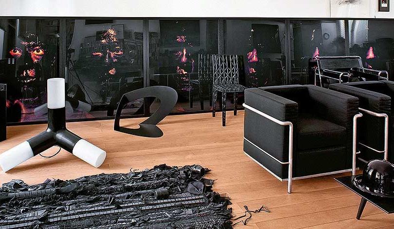 Черные комнаты Одиль Декк: архитектор в интерьере
