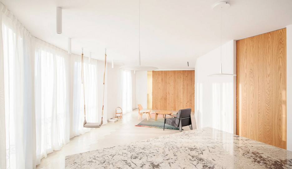 Raúl Sánchez Architects: светлая квартира в Барселоне
