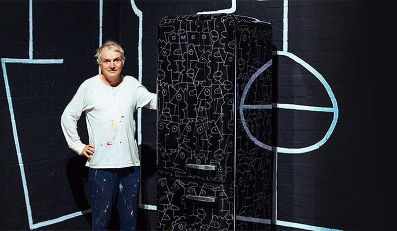 Тьери Нуар: граффити на двухдверном холодильнике